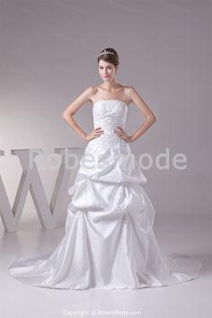 Robe de mariée sans bretelles ornée d´appliques jupe bouillonnée en satin à traîne balai € 183.99