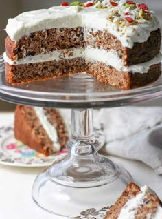 This healthy low carb carrot cake recipe has the classic carrot cake flavor with a divine whipped gingered cream cheese frosting. A must try low carb dessert! This recipe is also gluten-free, grain-free, Keto, THM-s and has a dairy-free frosting option. Low Carb Deserts, Low Carb Sweets, Cupcakes, Low Carb Carrot Cake, Carrot Cakes, Dairy Free Frosting, Cake Recipes, Dessert Recipes, Recipes Dinner