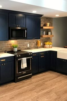 Kitchen Cabinets With Black Appliances, Shaker Kitchen Cabinets, Black Kitchens, Home Kitchens, Navy Cabinets, Stainless Appliances, Black Appliance Kitchen, Black Quartz Kitchen Countertops, Cabinets And Countertops