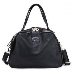 """Czarna torebka """"na kręgle"""" wykonana z wysokiej jakości naturalnej skóry."""