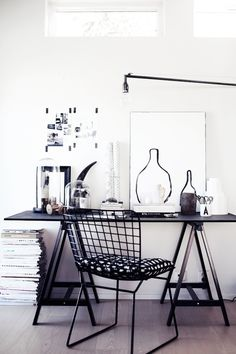 Browse pictures of home office design. Here are our favorite home office ideas that let you work from home. Home Office Inspiration, Workspace Inspiration, Interior Inspiration, Office Ideas, Home Office Design, Home Office Decor, Modern House Design, Home Decor, Table Office