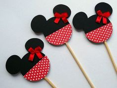 Minnie Mouse Party More decorating ideas on albums: Minnie Mouse Party 2 Mickey Mouse E Amigos, Mickey E Minnie Mouse, Mickey Mouse And Friends, Mickey Party, Mickey Mouse Birthday, 2nd Birthday, Mouse Crafts, Felt Crafts, Easy Crafts To Sell