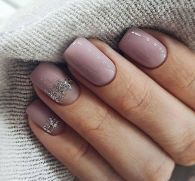 The advantage of the gel is that it allows you to enjoy your French manicure for a long time. There are four different ways to make a French manicure on gel nails. Nail Manicure, Nail Polish, Gel Nail, Acrylic Nails, Hair And Nails, My Nails, Super Nails, Nagel Gel, Perfect Nails