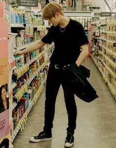 Not sure if we got enough stuff shopping! 😄 Jaehyun in Dallas - NCT 127 Nct Taeyong, Jaehyun Nct, Yang Yang, Nct 127, Winwin, Nct Debut, Johnny Seo, Nct Johnny, Pokerface