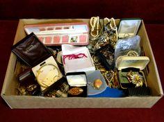 68) Good quantity of mixed vintage jewellery Est. £20-£30