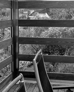 Glassrekkverk. Leveggshjørnet som skjermer for vind og ivaretar utsikten.  Her levert i klart glass, rustfritt stål og Termoask - design Soul. Photo YM - Ylva Meltvedt www.forefence.com