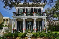 New Orleans Garden District Christmas Decorations