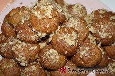 Μελομακάρονα γεμιστά #sintagespareas Cyprus Greece, Greek Sweets, Greek Cooking, Greek Recipes, Biscotti, Christmas Time, Sweet Tooth, Muffin, Food And Drink