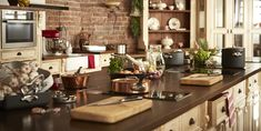 Naučte se francouzské delikatesy i triky pro vegetariány v Ola Kala Olay, Liquor Cabinet, Sushi, Table Settings, Praha, Kitchen, Room, House, Furniture