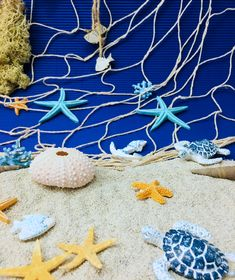 Cu aceste decoratiuni de vara poti aduce atmosfera de vacanta la mare in casa ta!🏖 Christmas Ornaments, Holiday Decor, Creative, Crafts, Diy, Home Decor, Bricolage, Room Decor