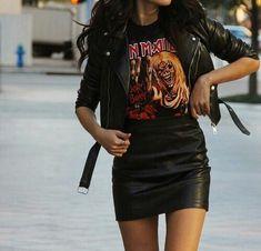 Edgy Outfit Essentials: Lederjacke, Minirock aus Leder, Band-T-Shirt, . Winter Dress Outfits, Rock Outfits, Edgy Outfits, Skirt Outfits, Cute Outfits, Dress Winter, Grunge Outfits, Rock Concert Outfits, Band Tee Outfits