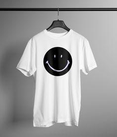 Camiseta de algodón estampada a mano con tintas ECO. Póster incluido