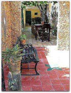 Detalle del patio. Cuba, Patio Interior, Prado, Trinidad, Trendy Tree