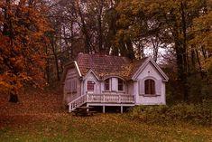 little Swedish house (now a police museum) in Slottsskogen park, Gothenburg - photo: geneviève bjargardóttir