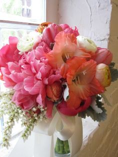 Look at this and tell my WHY more brides don't use Gladiolus - this color combo is smashing as well
