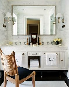 Bathroom design with white double bathroom vanity with marble counter ...