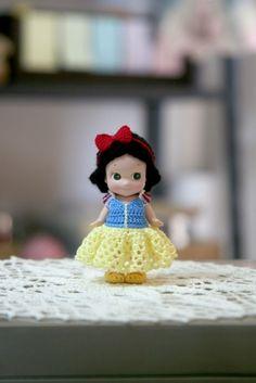 """미션을 하나 받았습니다 :D """" 디즈니 백설공주를 재현하시오 !"""" 잼난 작업이 될 듯 ~ """" 콜 !!"""" ^-^ < ... Sonny Angel, Doll Clothes, Knit Crochet, Barbie, Dolls, Disney Princess, Knitting, Disney Characters, Crocheting"""