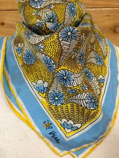 Hey, I found this really awesome Etsy listing at https://www.etsy.com/listing/248495917/vintage-vera-scarf