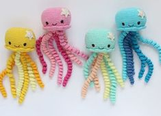 Amigurumi Qualle häkeln – kostenlose & einfache Anleitung für Anfänger Crochet Amigurumi Jellyfish – Guía gratis y fácil para principiantes – Bildtopia The post Crochet Amigurumi Jellyfish – Free & Easy Beginner's Guide appeared first on Crystal Wilson. Preemie Crochet, Crochet Gratis, Crochet Amigurumi, Cute Crochet, Amigurumi Doll, Crochet Dolls, Baby Knitting Patterns, Doll Patterns Free