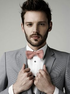 Fashion pictures or video of Zara Men's Spring March 2010 Look Book; in the fashion photography channel 'Photo Shoots'. Dapper Gentleman, Gentleman Style, Sharp Dressed Man, Well Dressed, Costume Gris, Gentleman's Wardrobe, Pink Bow Tie, Tie Styles, Cute Comfy Outfits