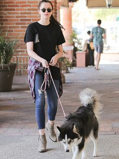 Ireland Baldwin accessorized her casual black tee and skinny jeans with suede booties and old-school round sunnies!