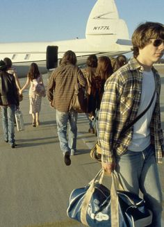 Almost Famous - Cameron Crowe's Coming-of-Age Film Is Good Life Advice John Cameron Mitchell, Joy Division, Freddie Mercury, Pink Floyd, Beatles, Patrick Fugit, Bands On Tour, Comedia Musical, El Rock And Roll