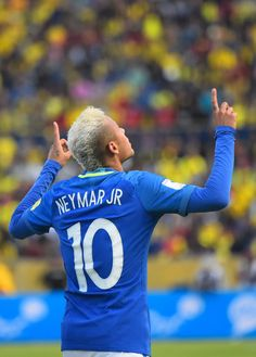 Neymar is not only known for his mad football skills, but also his sense of fashion.Here are 45 cool Neymar's hairstyles you can try out. Neymar Jr, Messi And Neymar, Lionel Messi, Antoine Griezmann, Steven Gerrard, Premier League, Fc Barcelona Neymar, Paris Saint Germain Fc, World Cup Qualifiers