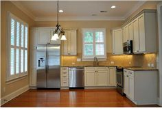 This house has an extra kitch, bedroom, and private entrance... Sounds like extra rent money to me! #CharlestonSCRealEstate