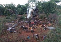 #News  Motorista perde controle e capota caminhão próximo a São João da Ponte
