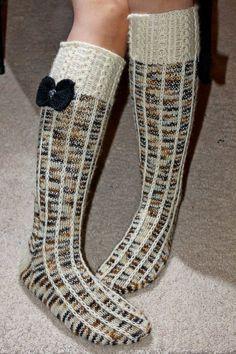 Mummun Jalanjäljillä: Söpöstelypolvarit Knee High Socks, Casual Fall Outfits, Girls Life, Fashion Sewing, Knitting Socks, Leg Warmers, Diy Bedroom Decor, Mittens, Peep Toe