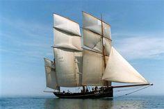 La Bisquine cancalaise endommagée dans une collision à Brest.  Le voilier rentre sous gréement de fortune à Saint-Malo.  19 juillet 2012