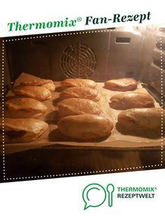Acma gefüllte türkische Brötchen mit würziger Hackfüllung von Ennasari. Ein Thermomix ® Rezept aus der Kategorie Backen herzhaft auf www.rezeptwelt.de, der Thermomix ® Community.