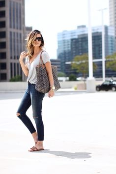 Goyard tote bag and Hermes Oran sandals Look Fashion, Trendy Fashion, Fashion Outfits, Womens Fashion, Simple Outfits, Casual Outfits, Stylish Mom Outfits, Casual Chic, Casual Looks