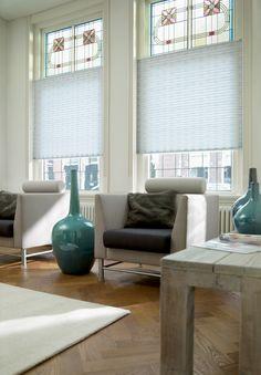Prachtige @Luxaflex Nederland plissé Shades. Zien er super gaaf uit in combinatie met het glas en lood!