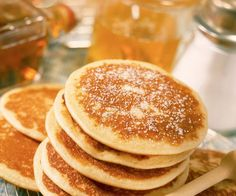 American-style pancakes: a treat - Chef Cyril Lignac gives you his secret recipe for making the best pancakes possible . Breakfast Pancakes, Breakfast Recipes, Junk Food, American Style Pancakes, Recipe For Teens, Snacks Sains, Pumpkin Pancakes, Salty Cake, Roasted Peppers