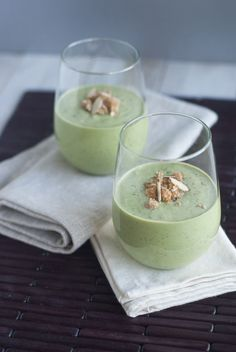 Kale, Apple, and Banana smoothie