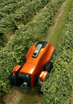 Tractor is what you call it just by looking at the picture, it is not at all fair because it also serves as a robot. This fully automated and programmable robot Precision Agriculture, Modern Agriculture, Drones, Agriculture Machine, Farming Technology, Mobile Robot, Future Gadgets, Agricultural Land, Cool Robots