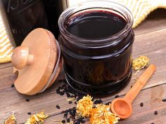 Cold and Flu Elderberry Syrup Natural Cold Remedies, Herbal Remedies, Divas Can Cook, Elderberry Syrup, Clean Eating, Healthy Eating, Great Recipes, Herbalism, Easy Meals