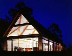 Gable window. Contemporary Twist on the Barn House – Plentzia 79 House by AV62 Arquitectos