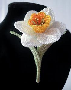 No pattern but lovely inspiration crochet daffodil - Crochet Potholder Patterns, Crochet Motifs, Crochet Flower Patterns, Flower Applique, Thread Crochet, Crochet Crafts, Crochet Stitches, Crochet Projects, Yarn Flowers