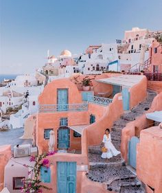 Cassie ( Oía Santorini Greece Such a gorgeous photo spot and beautiful view! Oh The Places You'll Go, Places To Travel, Travel Destinations, Greece Destinations, Tahiti, Beautiful World, Beautiful Places, Wanderlust, Destination Voyage