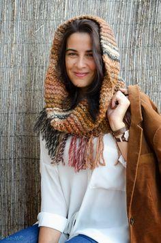 Golas Capuz, que também podem ser usadas como capas.  Feitas à mão em crochet e tricot.