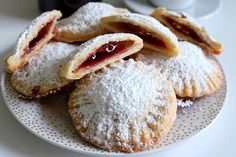 Gefüllte Sauerrahm-Taschen The recipe of the filled sour cream bags is very welcome when guests have announced themselves for a coffee or tea snack. Easy Cake Recipes, Healthy Dessert Recipes, Smoothie Recipes, Cookie Recipes, Keto Recipes, Tea Snacks, Food Cakes, Food Items, Crack Crackers
