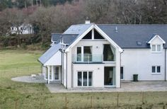 5 Bedroom Home in Lochailort to rent from £1350 pw. With wheelchair access, balcony/terrace, Log fire, Telephone and DVD.