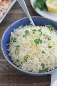 lemon rice recipe - This lemon rice is pleasantly scented. Excellent to accompany shrimp or chicken skewers, fish and p -Easy lemon rice recipe - This lemon rice is pleasantly scented. Excellent to accompany shrimp or chi. Risotto Recipes, Rice Recipes, Veggie Recipes, Cooking Recipes, Healthy Recipes, Ikea Kallax Hack, Rice Krispies, Carribean Food, Lemon Rice