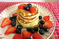Als je dit heerlijke recept voor luchtige American pancakes eenmaal hebt gemaakt voor je vader, zal hij wensen dat het elke dag Vaderdag is!