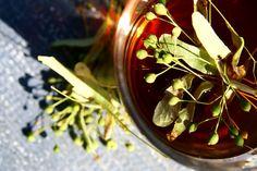 Herbatka sporządzona z owoców lipy będzie działać łagodząco na stany zapalne gardła, przełyku, żołądka. Jest idealnym środkiem wykrztuśnym, łagodzi objawy zgagi, stosuje się w miażdżycy, w przeroście gruczoła krokowego.  Papka sporządzona z owoców lipy można stosować do celów kosmetycznych, która nawilża, odżywia i łagodzi stany zapalne skóry, stosuje się ją również w łagodzeniu trądziku różowatego. https://www.facebook.com/zastosowanieziol/