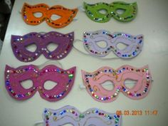 Mardi Gras Photos, Carnival Crafts, Mask Party, Art Plastique, Art For Kids, Halloween, Drawings, Clowns, Stage