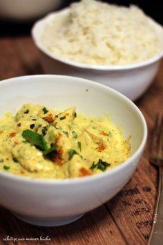 Chicken Korma, Huhn in Joghurt-Sahne-Mandel-Saucehttp://schaetzeausmeinerkueche.wordpress.com/2014/10/28/indisches-chicken-korma/