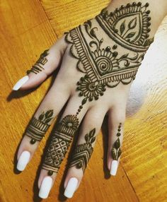 Amazing Ideas to Manicure Short Nails - Nailschick Henna Tattoo Ink, Simple Henna Tattoo, Henna Tattoo Designs, Hand Tattoos, Hand Art Henna, Henna Body Art, Hand Mehndi, Beginner Henna Designs, Henna Designs Easy